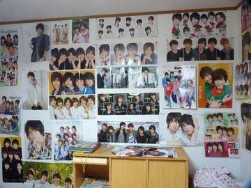 ジャニーズファンのポスターだらけの部屋